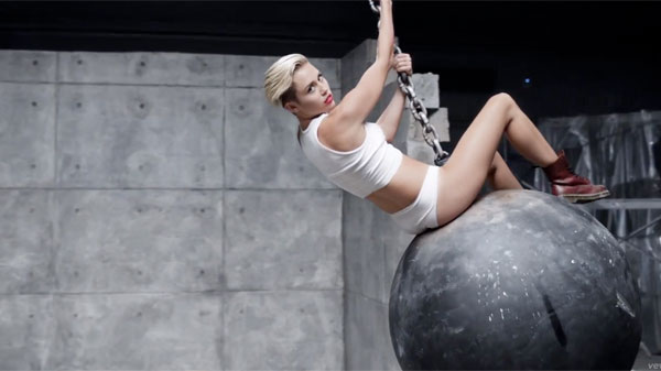 miley-cyrus-wrecking-ball-video-600x337